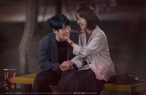 引起争议的韩剧《春夜》,为何会拿到8.8的高分?