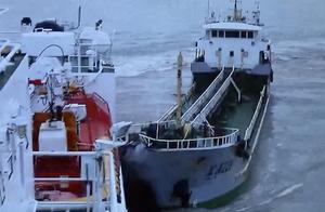 """吓人!""""幽灵船""""无视执法 逃逸时竟一头撞上海事公务船"""