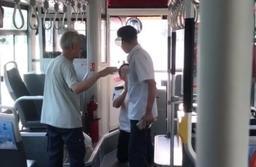 网曝济南一公交司机向乘客下跪道歉,公交公司回应