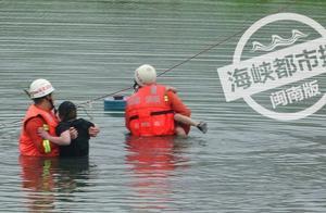 突发!晋江一女抱着儿子跳湖!小孩不停呼喊救命