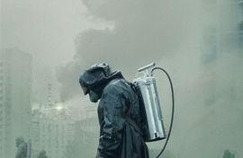 """游客在切尔诺贝利核电站遗迹拍""""不雅照"""",HBO编剧:请尊重逝者"""