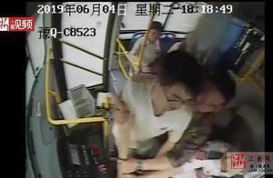 可怕!河南一男子乘公交坐过站与司机起争执,突然掏出长刀捅伤司机
