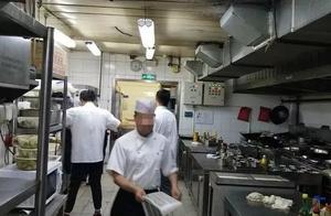 记者卧底老字号饭庄后厨:脏水洗餐具,每条鱼加重2两