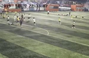 曝西安业余球赛现暴力犯规:球员飞踹对手腹部踩踏手指致骨折