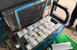 男子三轮车坐垫下藏250万现金出境被海关截获