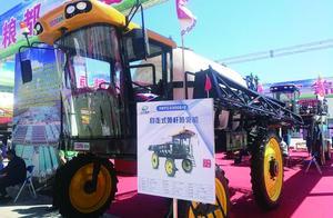无人驾驶施肥机每小时可作业百亩