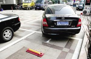 新手开车上道,最怕倒车入停车位?这3个小技巧能教你成停车高手