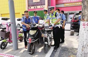 畅通郑州:嵩山路乱停放一律拖走 农业路集中整治交通乱象