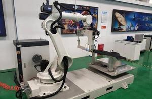 打破技术垄断 国内首个3D缝纫机器人研制成功