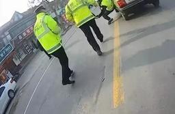 太大胆!淄博一男子暴力袭警