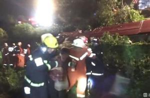 无锡旅游客车江西上饶遇车祸5死6重伤 伤者:车速不快、雨天路滑