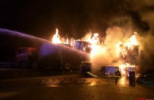 四川广元:载30吨食品纸挂车起火,损失约20万