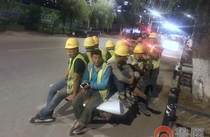 三轮摩托上坐了8个人 司机竟然还是准驾不符