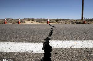 美国加州南部6.4级地震道路现裂缝!系20年来最大地震