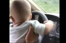 太危险!5个月婴儿开车上路 妈妈还发朋友圈炫耀