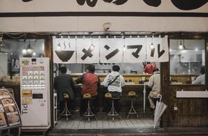 """劳动力短缺 日本的""""外卖奶奶""""开始送拉面了"""