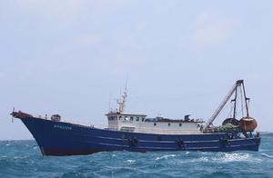 南沙海域失联渔船32人获救:风浪大遇险,北斗系统信号丢失