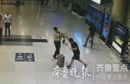 恶劣!旅客喝太多被拒绝登机,打得工作人员头破血流