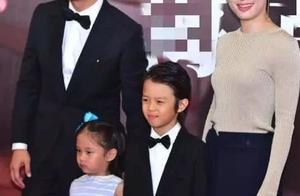 邓超孙俪带一双儿女正式走红毯!儿子像妈,小花妹妹像爸