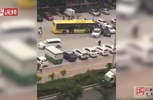 哈尔滨公交车失控连撞13辆车 事故原因疑因刹车失灵