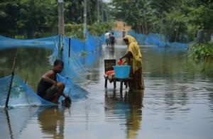 印度东北部近800万人受洪灾影响 至少67人遇难