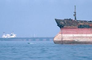 比赛抓船吗?英国刚扣伊朗油轮,伊朗扣押外国走私油轮及12人