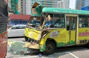 香港一巴士与一小巴相撞致10人伤 小巴损毁严重