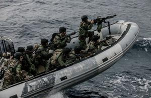 美国两大盟友爆发冲突,百余艘军舰出海对峙,美抱怨此举不顾大局