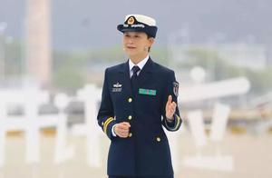 两种价值观:从华为精英到首位女舰长,她的选择让撒贝宁也服气!