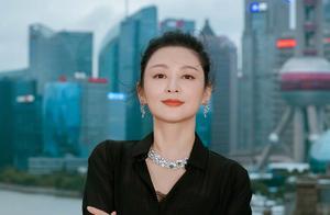 51岁陈红近照曝光,气场强大韵味足,却意外撞脸陈凯歌旧爱倪萍?