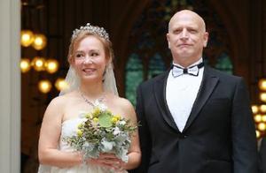 55岁翁静晶与赌王家族何猷彪于教堂举行婚礼再续情缘