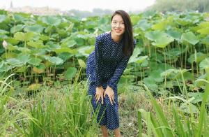 张梓琳穿少女时期裙子美貌依旧,3岁女儿身高直逼妈妈超抢镜