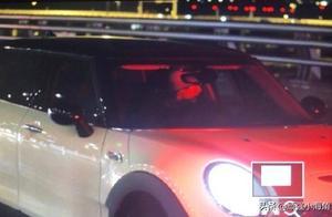 刘昊然拿到驾照,粉丝们关注的却是副驾驶