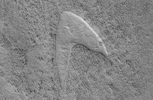千万不要想多了!NASA在火星地表发现疑似星际舰队标志的特征