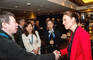 冯小刚徐帆近照曝光,合体现身获新西兰总理接见