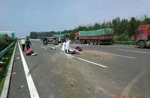 鄂尔多斯2名民警出差途中看到惨烈车祸现场,他们冒险…