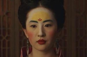 眉宇之间 额头之上,《花木兰》中刘亦菲有多大胆?妆容古代额黄妆