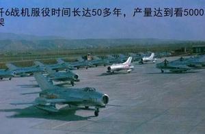 一款上世纪老战机突然现身歼20旁边 承担责任不亚于歼20