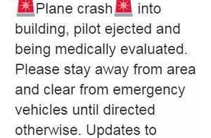美国一架F-16战机撞击大楼,飞行员弹射撤离