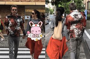 巩俐和老公端午漫步东京街头,穿着潮流十指紧扣太甜了