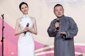佟丽娅与岳云鹏相声舞台同框!网友:xs与xl的尴尬