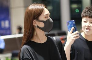 杨丞琳被李荣浩求婚后首现身 打扮低调