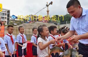 学校奖励学生活鲤鱼引热议,这两种做法才是吃鲤鱼的正确姿势
