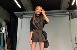任达华女儿杂志照曝光,身高180,长腿堪比超模,关键才14岁