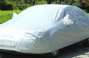 """夏季给自己的车""""穿衣服""""是违章吗?交警:违停不可以"""
