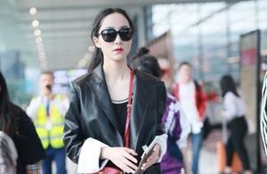 韩雪现身机场,长款镂空裙穿搭气质满满,吸引很多人的目光