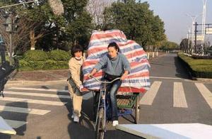 马伊琍新剧路透照曝光,卖力蹬三轮车不用替身,被赞敬业好演员