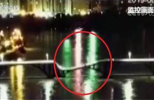 广东河源一桥梁垮塌监控画面曝光 两车落水两人下落不明