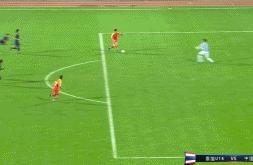 中国足球耻辱一幕:18岁小孩面对空门竟然中柱,球迷彻底死心!
