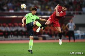 亚冠-上港主场1-1平全北现代 王燊超破门救主+胡尔克推空门中柱